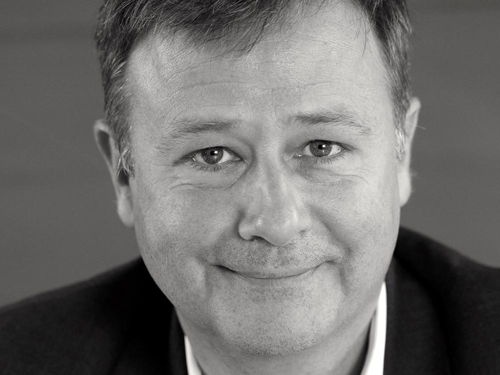 Marc Laufer est le partenaire de DEFICOM et CEO du groupe 2J PARTNERS dont il détient 60% via sa holding privée SHE THREE.